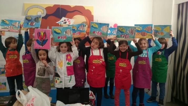 ¡Marina celebra su cumpleaños pintando con sus amigos!